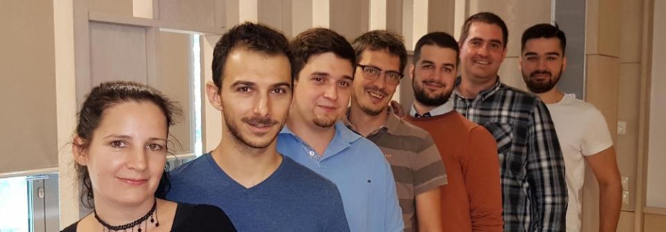Szabadics János kutatócsoportja. Balról jobbra haladva: Kókay Dóra, Neubrandt Máté, Marosi Endre, Szabadics János, Oláh Viktor, Brunner János, Tarcsay Gergely