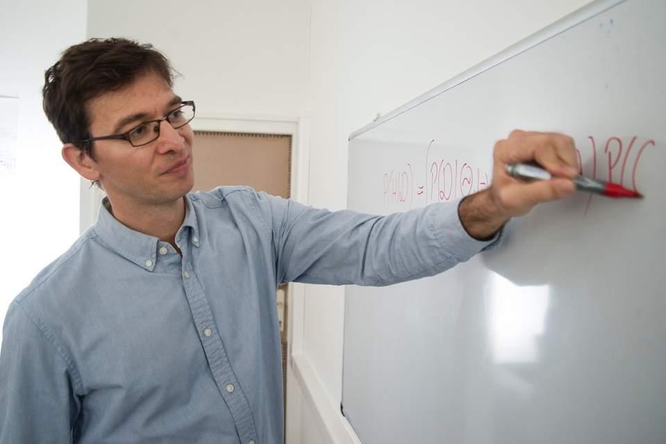 Orbán Gergő fizikus, agykutató, az MTA Wigner Fizikai Kutatóközpont munkatársa - forrás: mta.hu