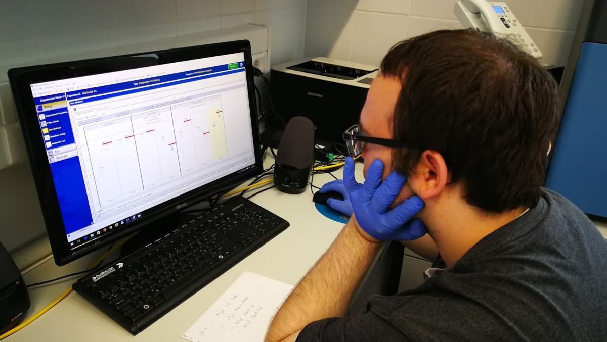 MTA-ÖK BLI_NAP Adaptációs Neuroetológiai Kutatócsoport – Fodor István PCR automata programozása közben