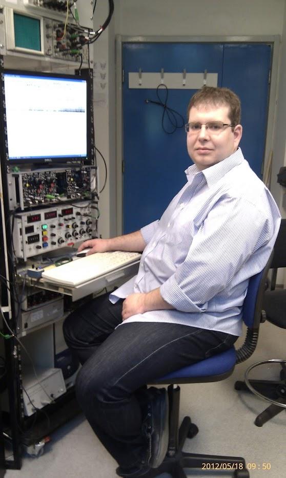 MTA-ÖK BLI_NAP Adaptációs Neuroetológiai Kutatócsoport – Dr. Pirger Zsolt elektrofiziológiai mérőállás előtt